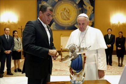 Correa elogia al Papa y defiende en Roma sus ideas contra el cambio climático