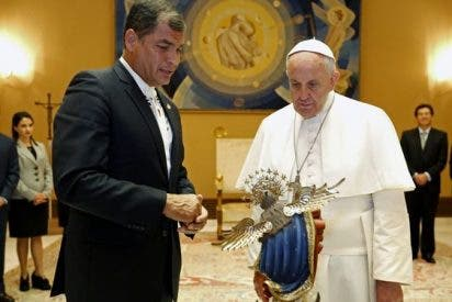 Correa declara de interés nacional la visita del papa a Ecuador en julio