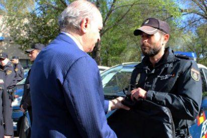 Fernández Díaz entrega la última partida de chalecos antitrauma a agentes de seguridad ciudadana de la Policía Nacional