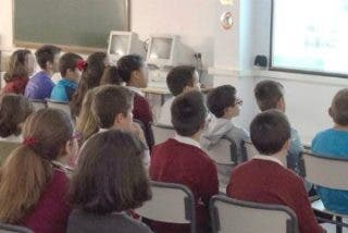 Técnicos de Emergencias 112 enseñan primeros auxilios a escolares de Mérida y Badajoz