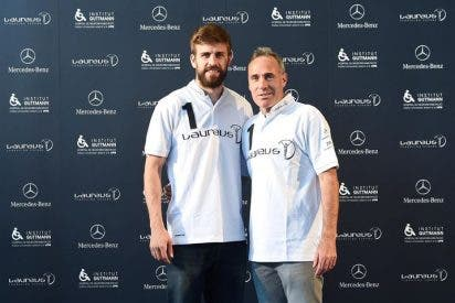 Gerard Piqué y Álex Corretja con los pacientes que sufren lesiones neurológicas