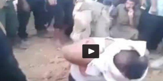 Las eficacia del verdugo y la veloz decapitación cabrean a los musulmanes que están de espectadores ante bel patíbulo