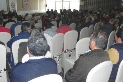 Más de 150 tabaqueros asisten a la jornada de Upa-Uce sobre el presente y el futuro del sector