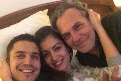 José Coronado, Alex González e Hiba Abouk comparten cama para ver 'Viajando con Chester'