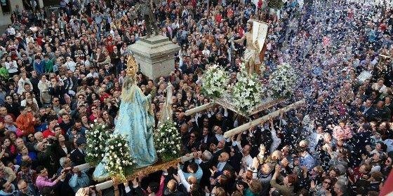 Cientos de villanovenses abarrotan la plaza de España para emocionarse con La Carrerita