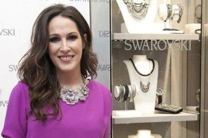 Malú presenta la nueva imagen de la tienda Swarovski en Barcelona
