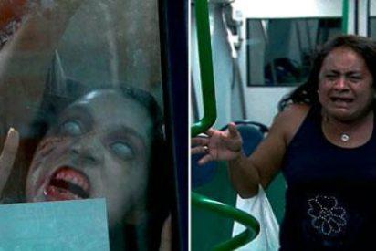 El terrorífico vídeo de las mujeres atacadas por zombis en el metro