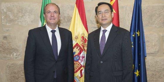 El presidente Monago recibe en Presidencia al Embajador de China en España