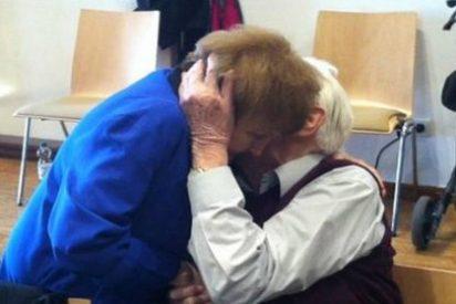 El sorprendente beso del asesino nazi de Auschwitz a una de sus exprisioneras