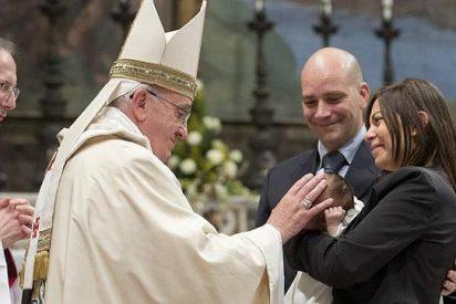 El Papa bautiza esta noche a una decena de personas
