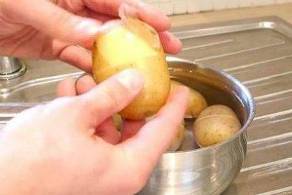 [Vídeo] La forma más rápida de pelar patatas y no hace falta pelador, sólo un cuchillo