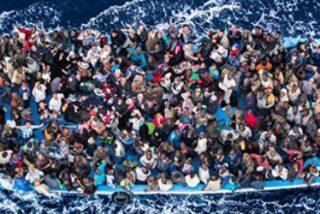 Mueren ahogados 400 inmigrantes en un naufragio frente a la costa italiana