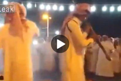 El vídeo del tipo al que casi vuelan la cabeza de un tiro en una fiesta árabe