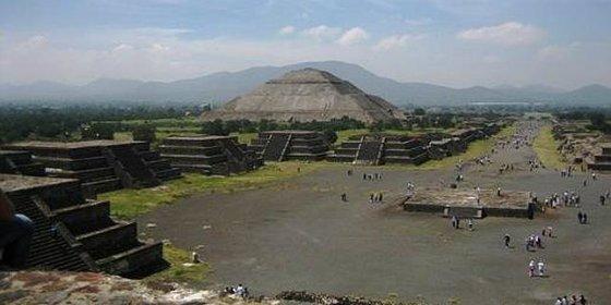 Aparece un extraño 'río' de mercurio líquido bajo una pirámide pre-azteca