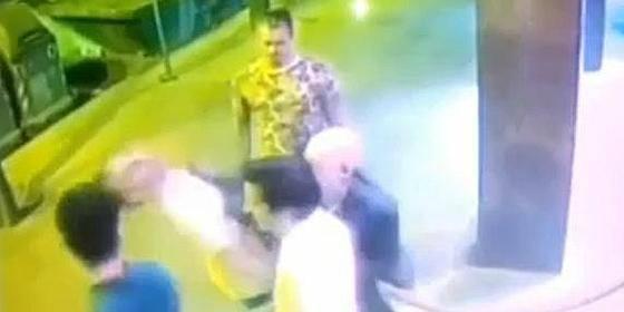 El brutal puñetazo del portero de una discoteca barcelonesa a un cliente