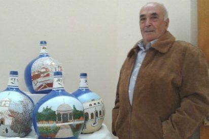 """La Exposición de Rafael Ruiz Flores """"Garrafas pintadas"""" conoce Ribera del Fresno"""