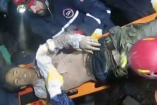 [Vídeo] El rescate del hombre que se pasó dos días enterrado tras el terremoto nepalí