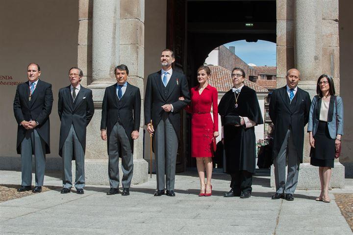 Los Reyes asisten a la entrega del Premio Cervantes 2014