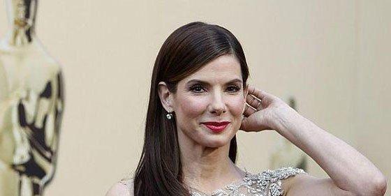 """[Audio] La desesperada llamada desde un armario de Sandra Bullock: """"¡Hay un hombre en casa!"""""""