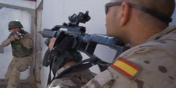 """[Vídeo] El entrenamiento todo corazón de los militares españoles a tropas iraquíes: """"¡Real Madrid, oé, oé!"""""""