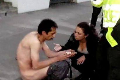 [Vídeo sin censura] El suicida se lanza desde la ventana de un hotel y queda desnudo