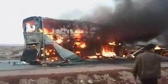 Mueren carbonizadas 33 personas, la mayoría niños, en un accidente de autobús en Marruecos