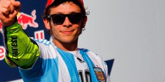 """De la Morena pone a caldo a Rossi por lucir una camiseta de Maradona: """"Es un fatuo oportunista que parece que le falta un hervor"""""""