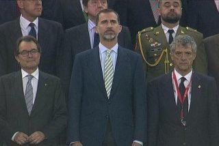 La sarcástica sonrisa de Artur Mas durante el la gran pitada al Himno de España en el Camp Nou