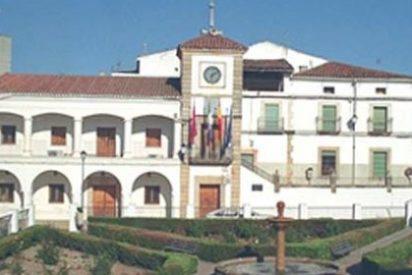 La alcaldesa de Logrosán contrata en nombre del ayuntamiento con una sociedad de la que forma parte