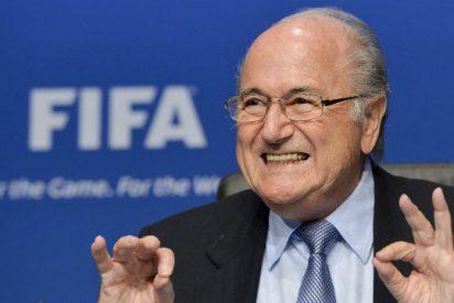 La FIFA, a lo suyo: Joseph Blatter, reelegido presidente por quinta vez