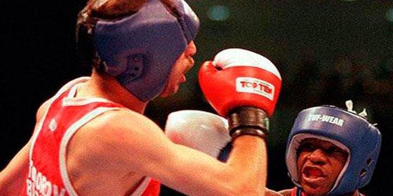 El vídeo de la pelea que perdió Floyd Mayweather frente a un boxeador que ahora gana 500 € al mes