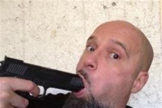 Detenido por enaltecer el terrorismo, aunque solo un poquito, el facineroso que hace de cantante en el grupo Def con Dos