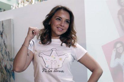 Chenoa presenta su camiseta y pulsera solidaria 'Tú la llevas'