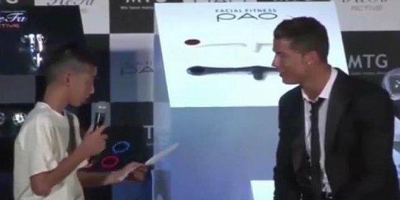 [Vídeo] Con este estilo defiende Cristiano Ronaldo a un niño japonés de las burlas del público