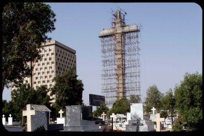 Construyen la cruz más grande del mundo en Pakistán