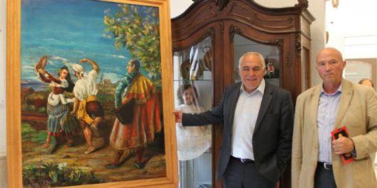 El pintor emeritense Manuel Coronado cede uno de sus cuadros al Ayuntamiento