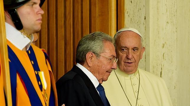 Raúl Castro con el papa Francisco
