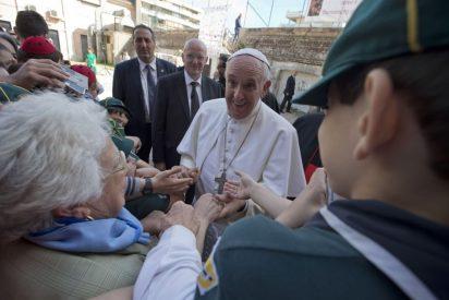 Papa en una parroquia romana: