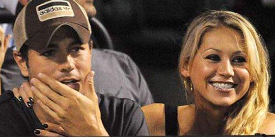 La novia de Enrique Iglesias presume de su 'cuerpo de tenista'