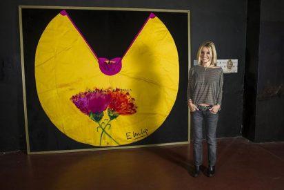 """Eugenia Martínez de Irujo, al lado de la exposición """"Estrellas al quite"""""""