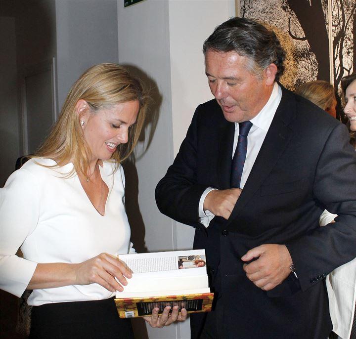 Genoveva Casanova recibe el apoyo de Michavila en su proyecto más personal