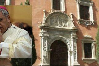 El juez envía a la Policía Judicial al Arzobispado de Granada para entregar en mano a Martínez su auto