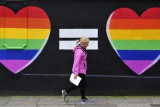 """Parolin tilda la aprobación del matrimonio gay en Irlanda de """"derrota para la humanidad"""""""
