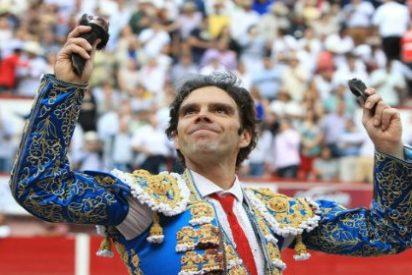 [Vídeo] José Tomás lo borda de azul y oro en su vuelta a Aguascalientes: ¡tres orejas y por la grande!