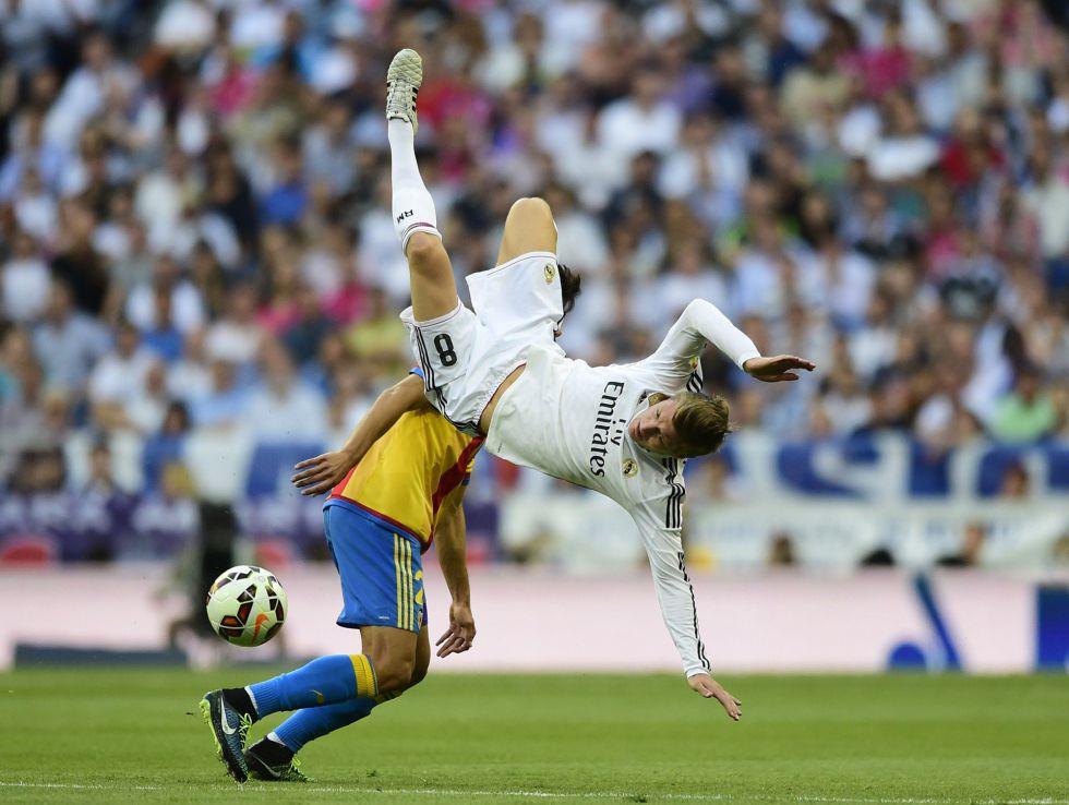 Alves, el portero del Valencia, frena al Real Madrid y regala la Liga al Barça
