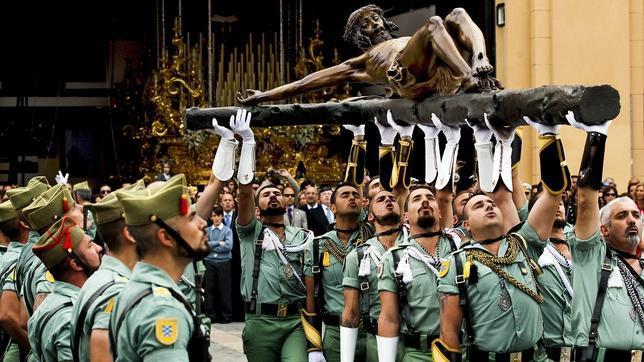 Podemos dejará entrar a imanes en el Ejército ¡y cerrará el paso a la Legión en la Semana Santa de Málaga!