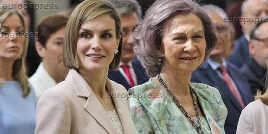 Mientras la Reina Letizia sigue en su viaje de cooperación, la Reina Sofía inaugurará la Feria del Libro