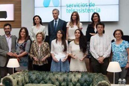 Lara Dibildos entrega los premios del I Certamen de Relato Corto