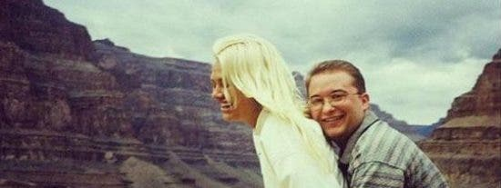 Así le robó la novia el descarado estafador de Wall Street al dueño de Playboy