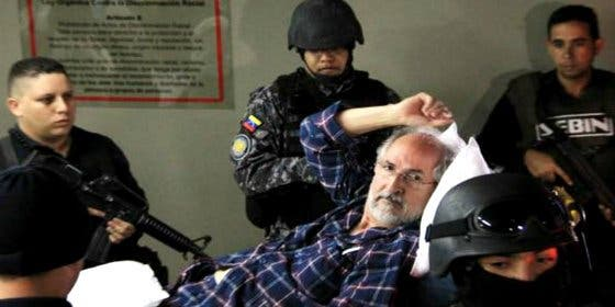[Vídeo] Con estas armas y formas traslada Maduro al opositor Antonio Ledezma para 'curarse en salud'